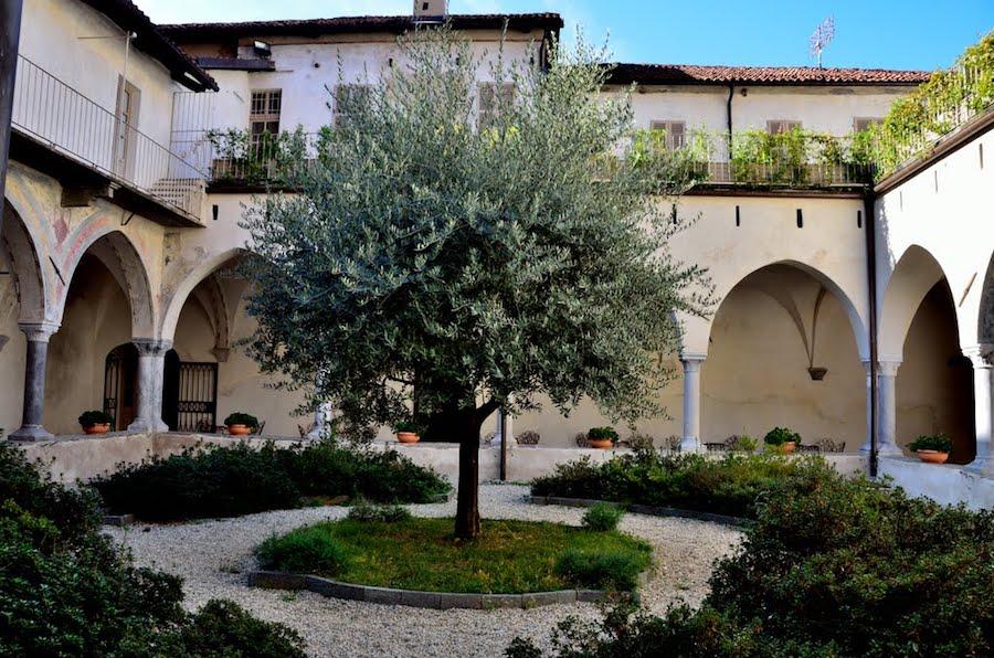 premio-matteo-olivero-chiostro-del-convento-di-san-giovanni-a-saluzzo