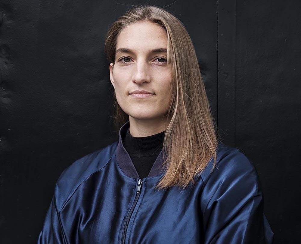 Die Künstlerin Marit Wolters, smart materials satellites, Material als Experiment Ausstellung im Stahlhaus, Siedlung Dessau-Törten